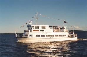 © Rederi Runn AB, Boat trips on m/s Slussbruden, food served onboard