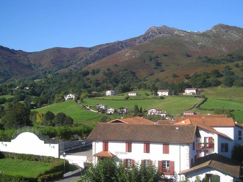 Sare visite commentée : la tour de l'église de Sare et sa cloche unique en France