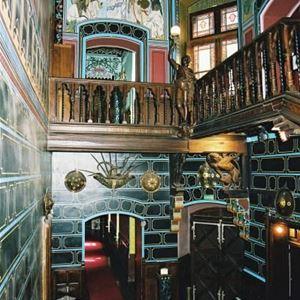 Visite des façades et de l'intérieur du Château Abbadia