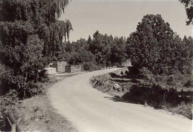 © Simontorp Konsult AB, Landsvägen i SImontorp ca 1940