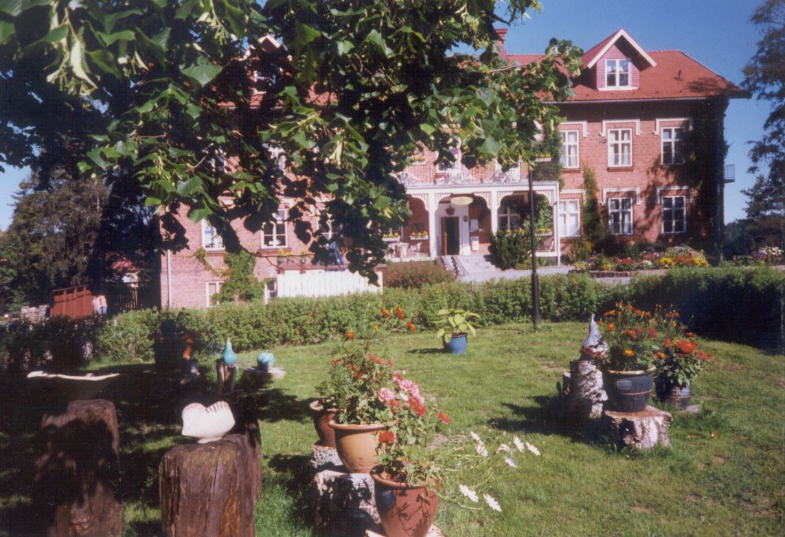 Frånö hotells vackra trädgård