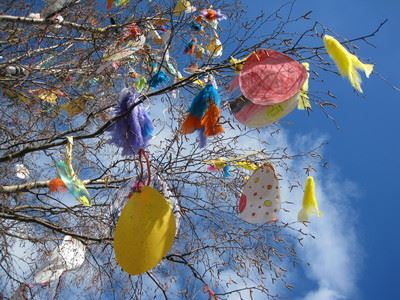 Decorate the Easter tree