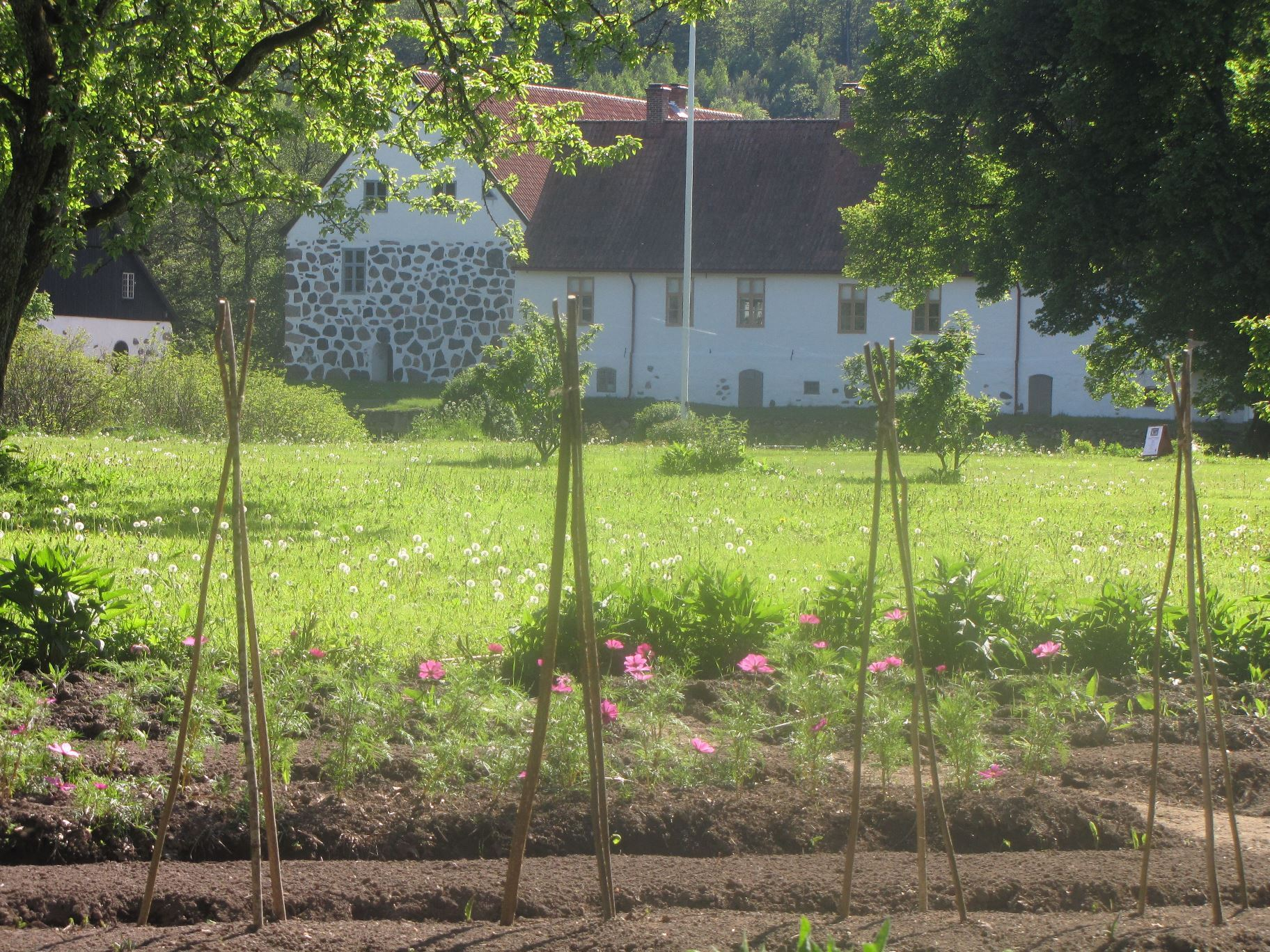 Foto Georg Grundsten, Hovdala Castle Grounds and kitchen garden
