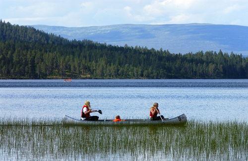 Nisse Schmidt, Rent a boat/canoe in Burusjön