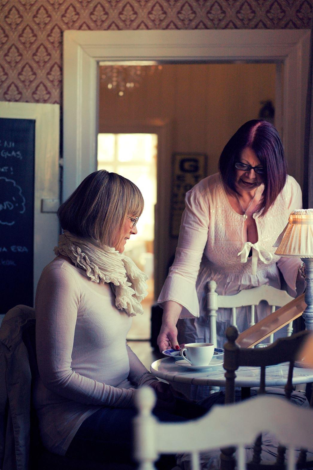 Anna Sköld, Tina & Översten - café