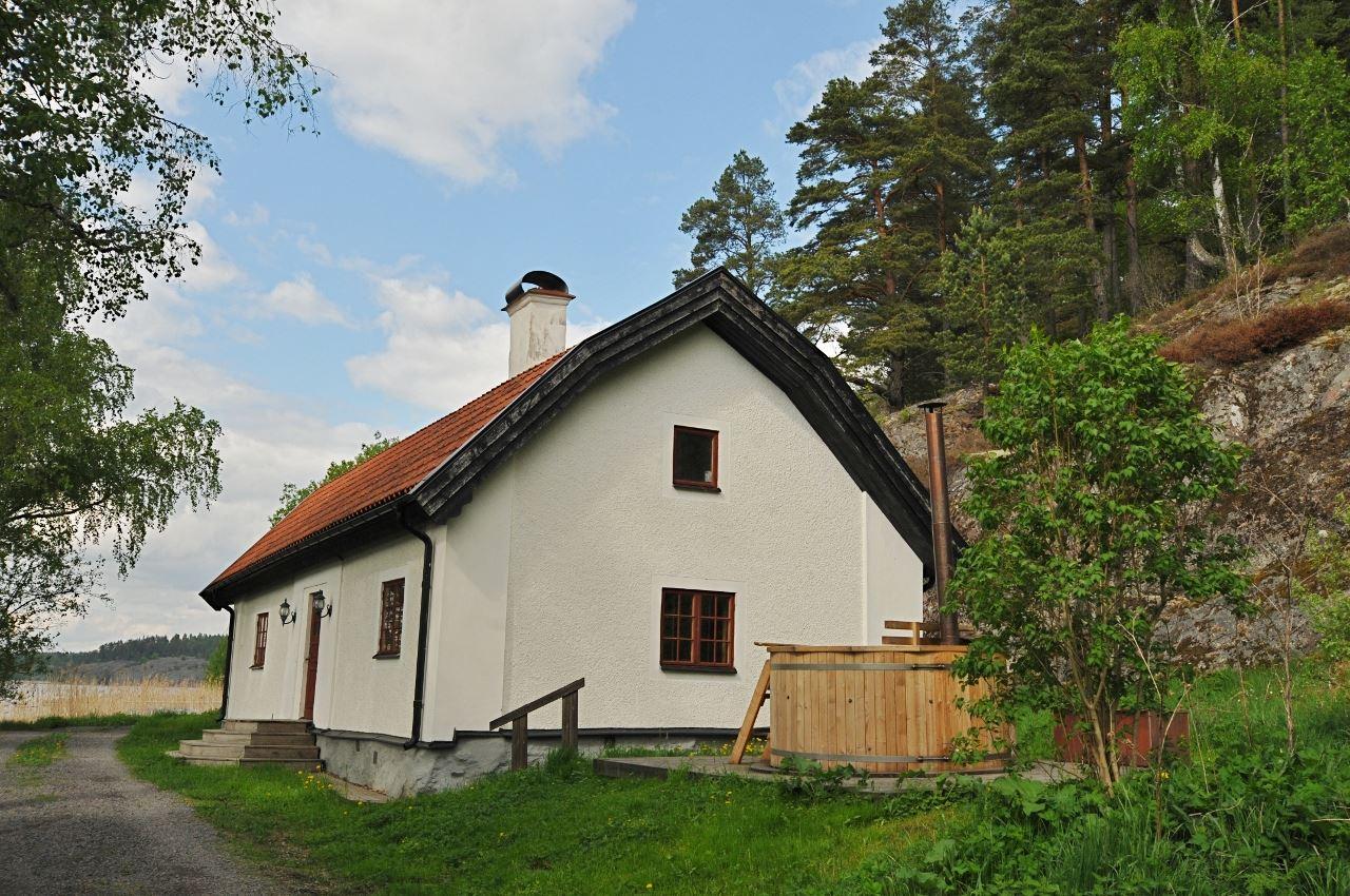 Husby Säteri..En äkta 1700-talspärla vid Slätbakens strand