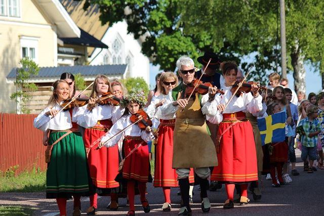 Midsummer celebrations in Nusnäs