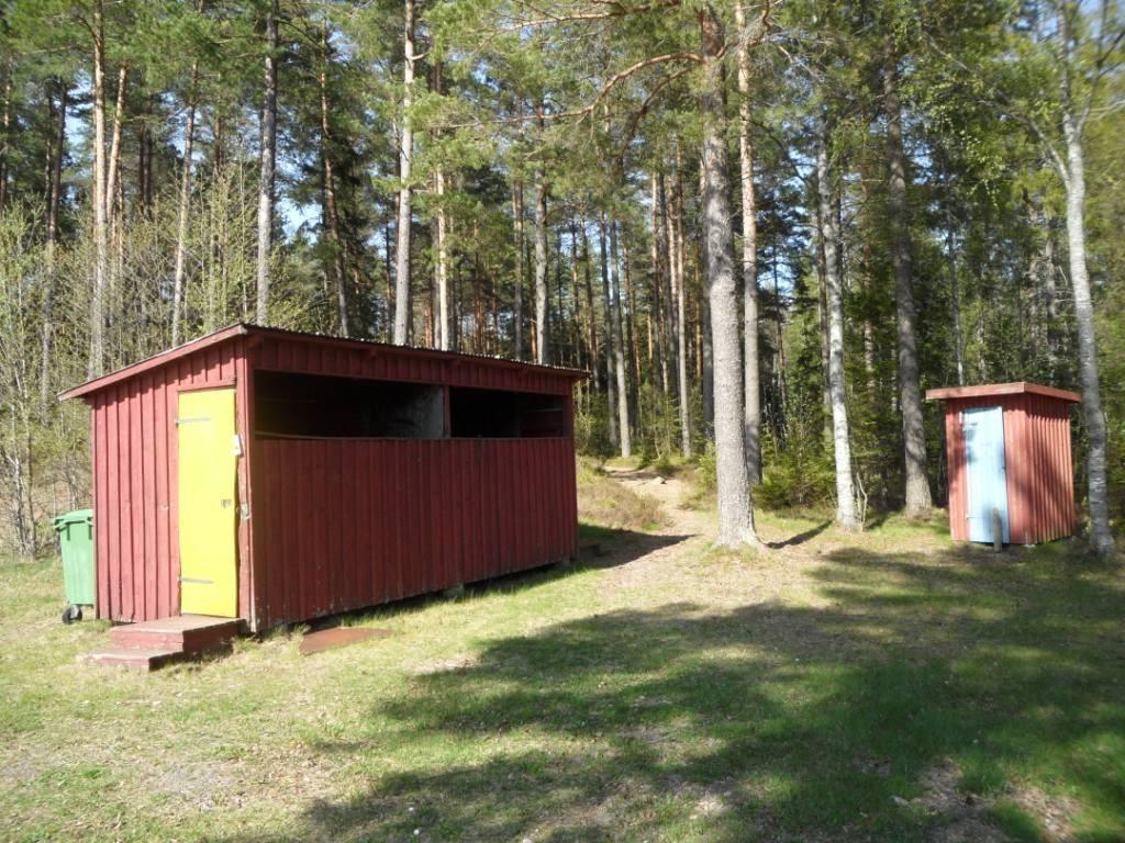 Vaggeryds kommun/Charlotta Ericsson, Bada i Rasjön - Omklädningsrum och utedass