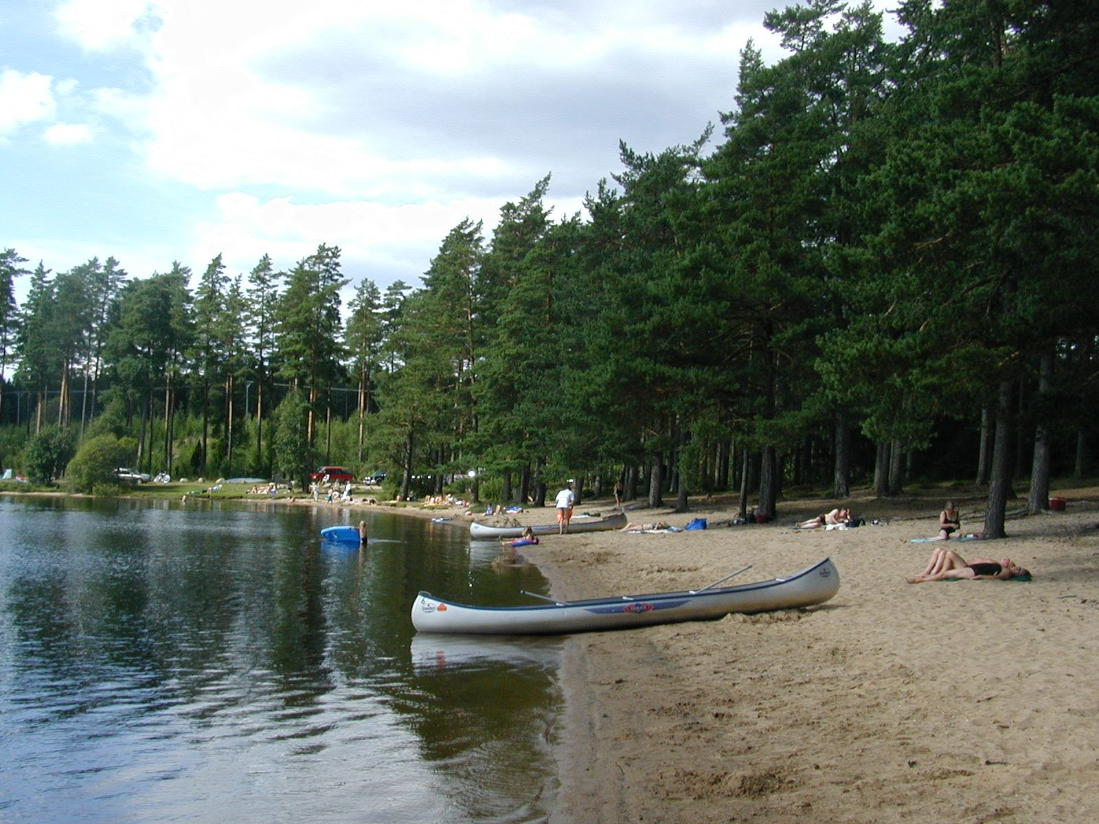 Vaggeryds kommun, Bada i Rolstorpasjön - Kanoter vid stranden
