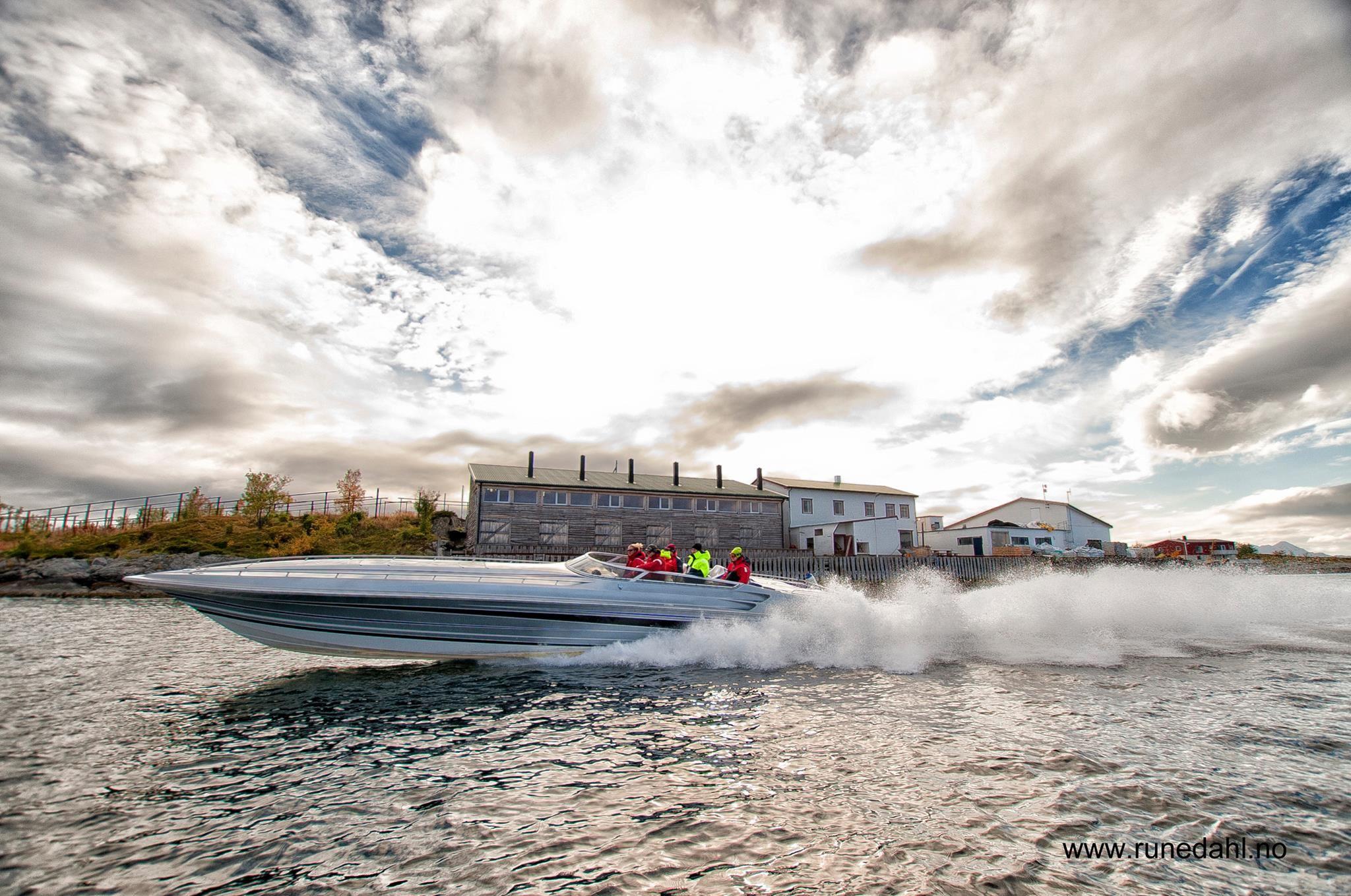 Fartsfylt båttur fra Svolvær til Risvær