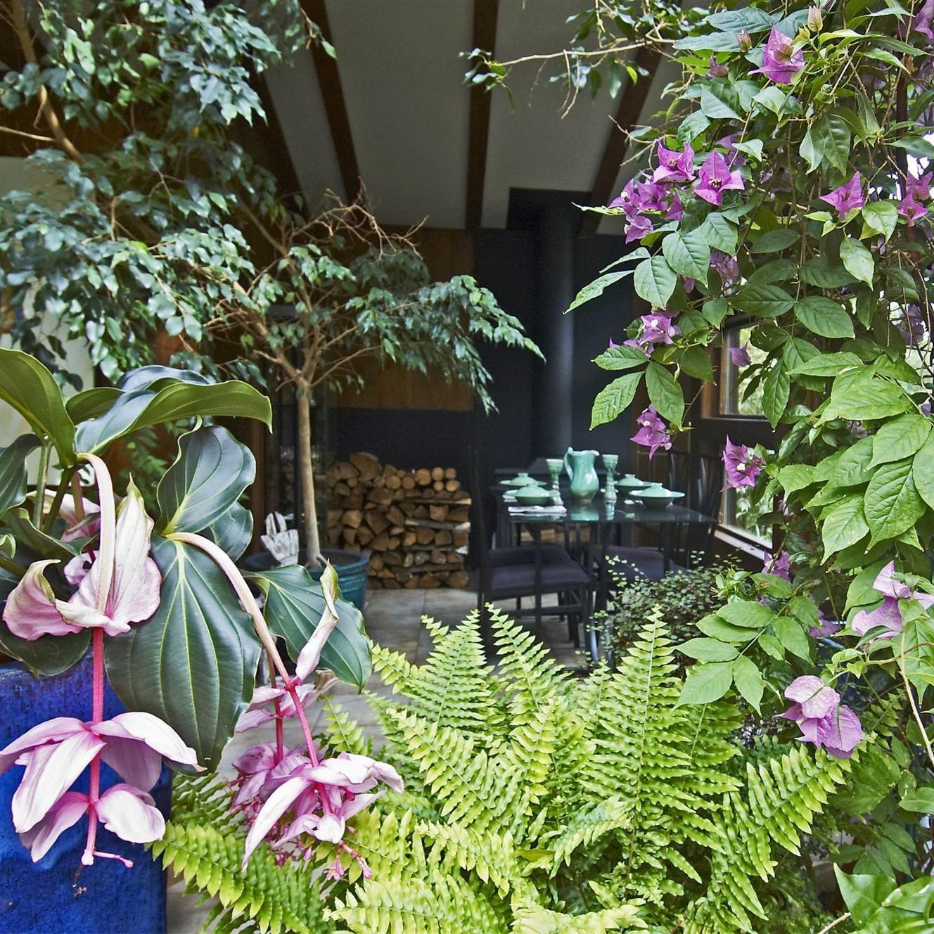 Foto: Dan Rosenholm, 3 gröna rum är restaurangen och caféet som hör till visningsträdgården Villa Fraxinus.