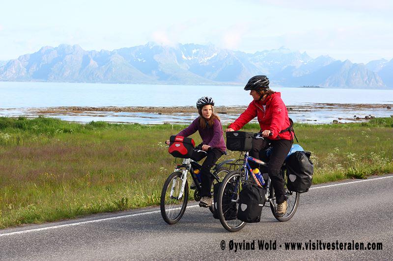 Øyvind Wold,  © VisitVesterålen, Arktisch Herbst auf Rädern - Huset på Yttersiden