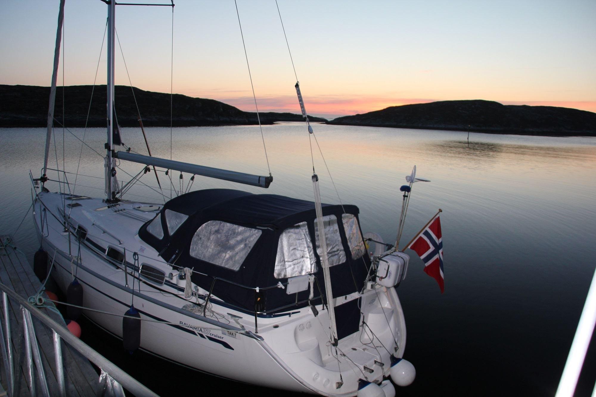 Arctic Circle Sail Charter,  © Arctic Circle Sail Charter, Fortøyd ved Gåsvær