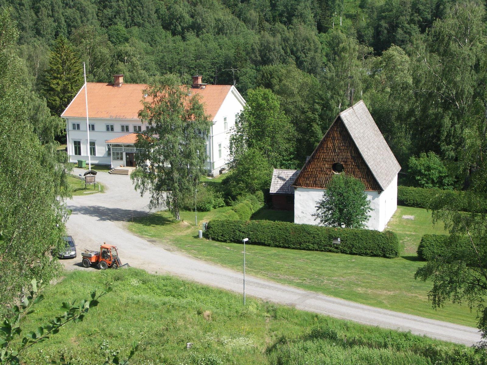 Turistgården (f d prästgården) med Ramsele gamla kyrka