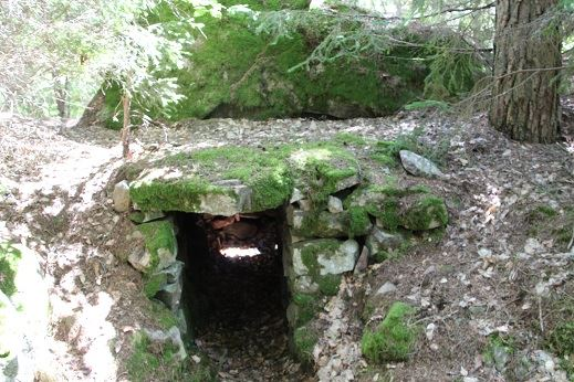 Dackes cave in Hästmahult