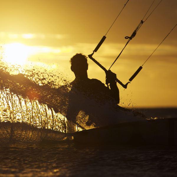 Surflogiet - Kitesurfingkurs