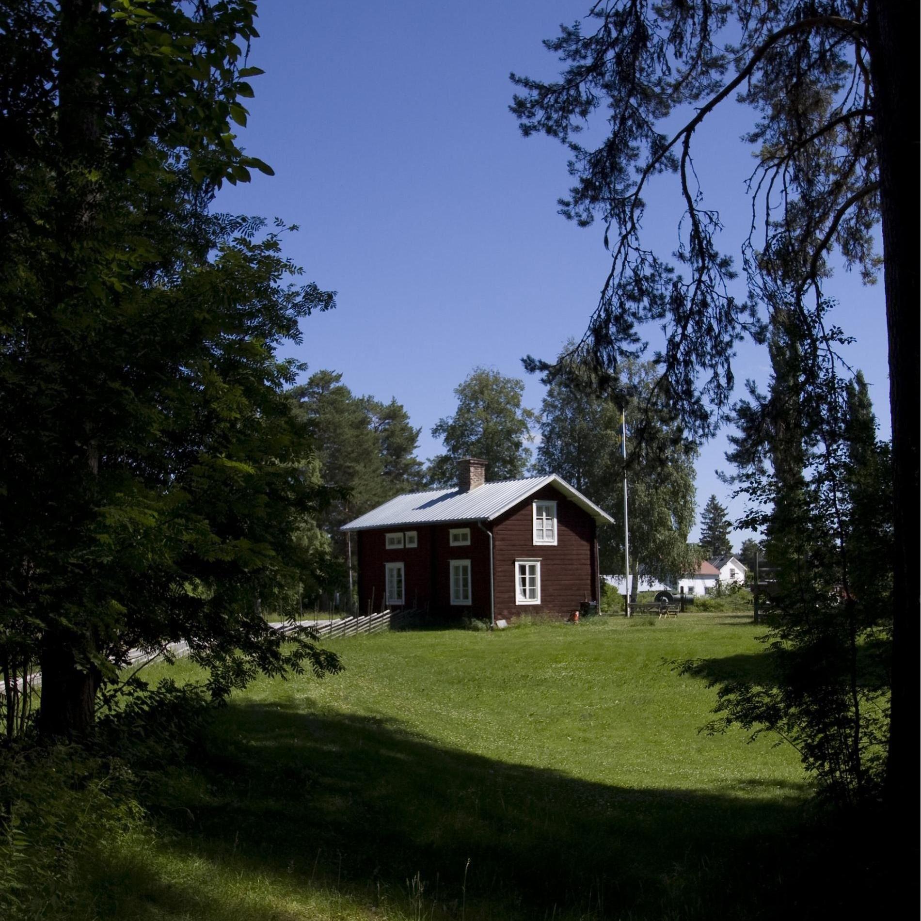Foto: Lennart Angermund, Pelle Molins stuga och Näsåkers Hembygdsgård.