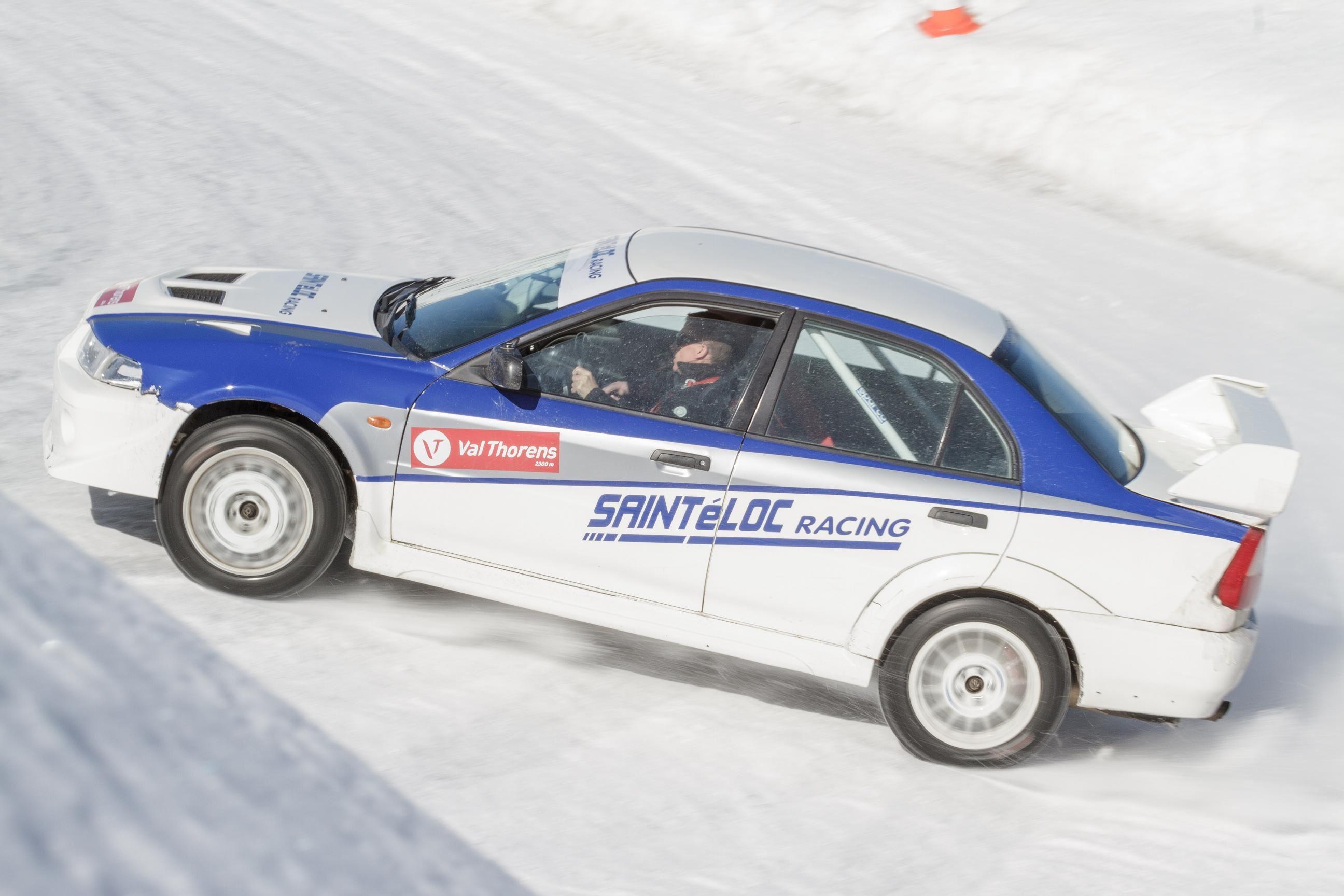 •Private Ice Driving lesson 30 minutes in a Mitsubishi Evo 8