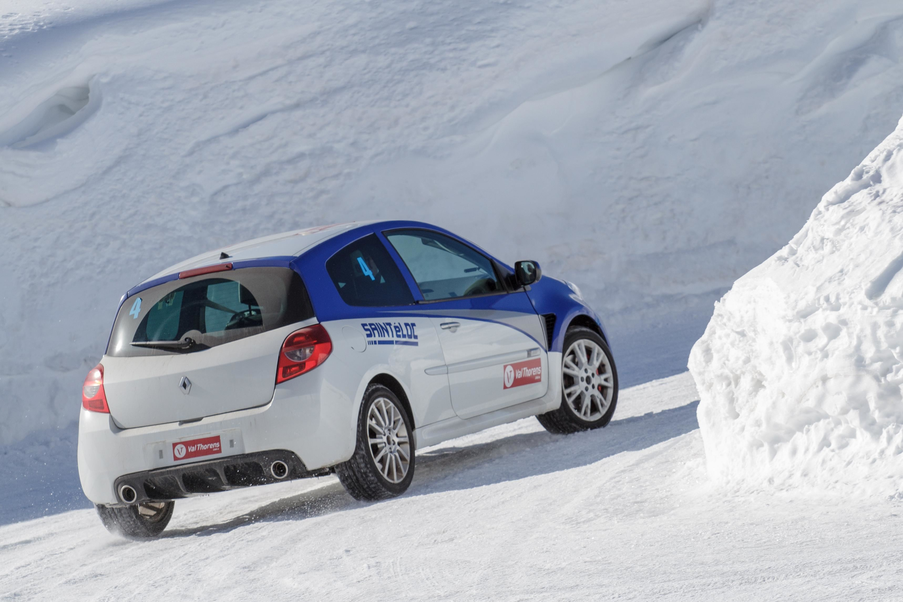 Private Ice Driving lesson 60 minutes in a Renault Clio RS