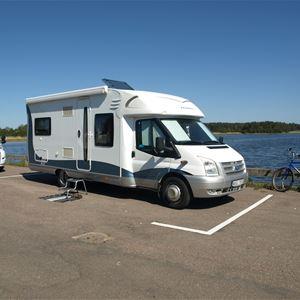 Stellplätze für Wohnmobile im Hafen von Mönsterås
