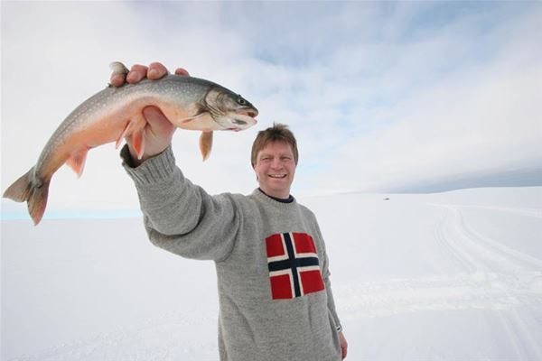 Ice fishing - Nordic Safari