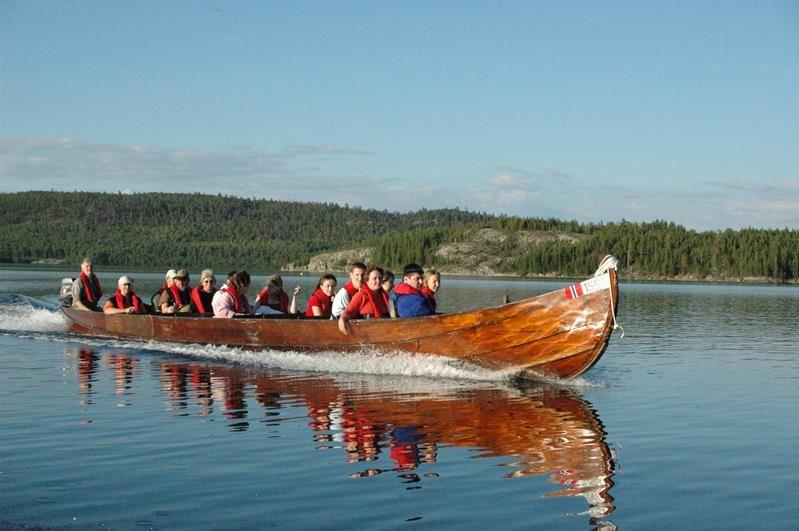 Flussbootsafari im Pasviktal entlang der russischen Grenze mit Mahlzeit