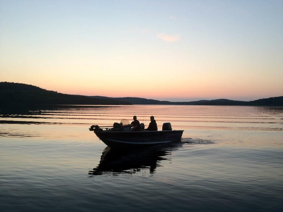 Andy Van Assema,  © Andy Van Assema, Edslan i solnedgång. Sportfiske i Dalsland