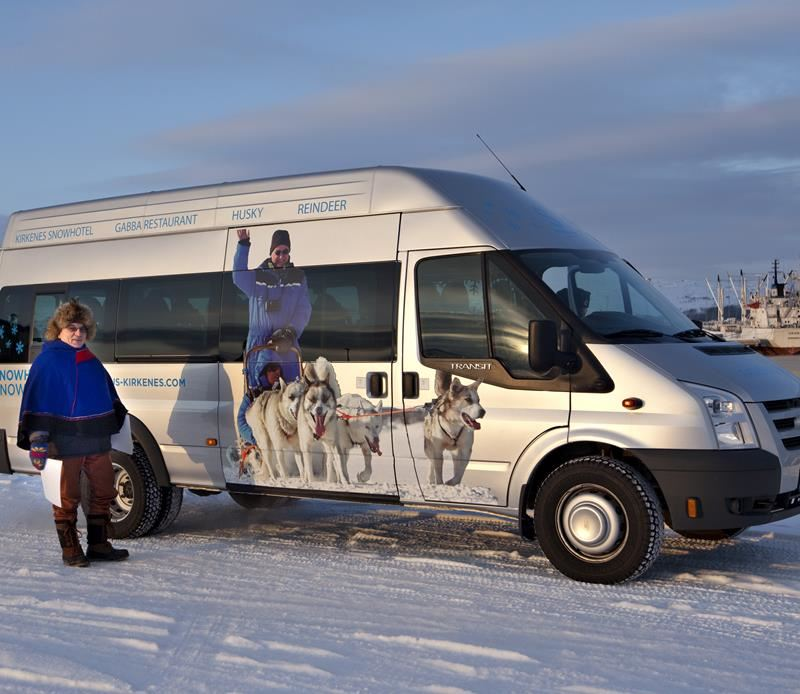 © Helge Stærk, Kirkenes SnowHotel Hunting northern lights with bus