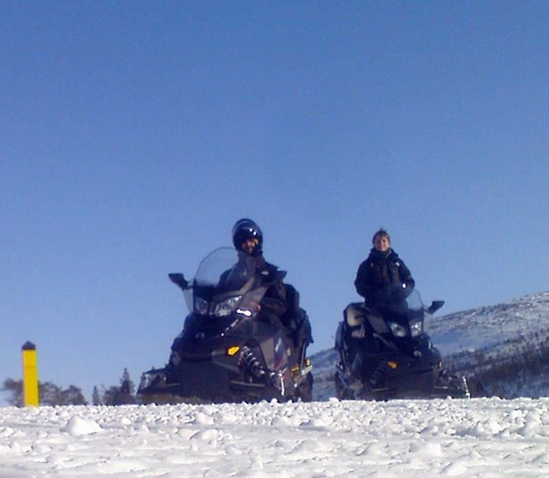Kirkenes Snowhotel Snowmobilesafari
