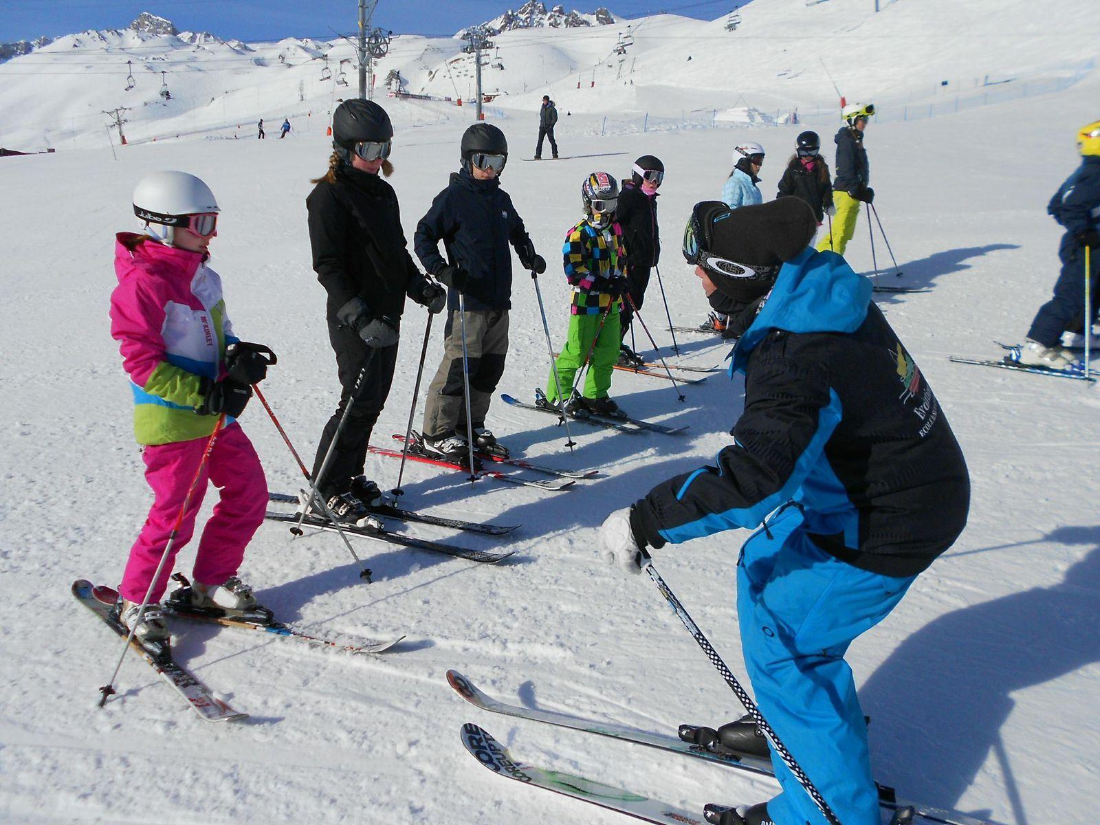 Morning ski lessons for kids and adults- Ski school Evolution 2