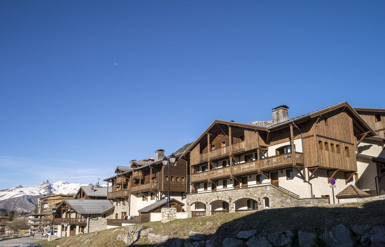 LES CHALETS DE LA MOURIA: 6-room apartment with cabin 12 people