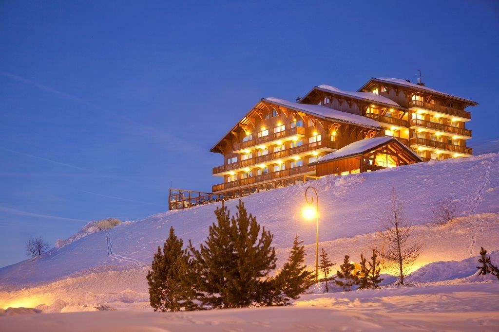 "Hotel ski-in ski-out / HOTEL OURS BLANC (4 Snowflakes ""Gold"")"