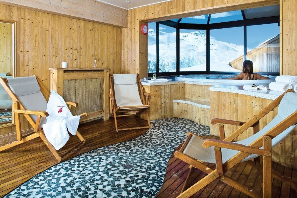 """Hotel ski-in ski-out / HOTEL OURS BLANC (4 Snowflakes """"Gold"""")"""