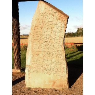 Runstenen i Rök, världens längsta runinskription.