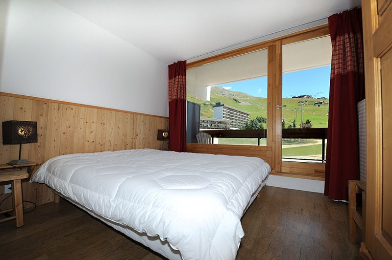 2 Rooms 6 Pers ski-in ski-out / LAC DU LOU R06