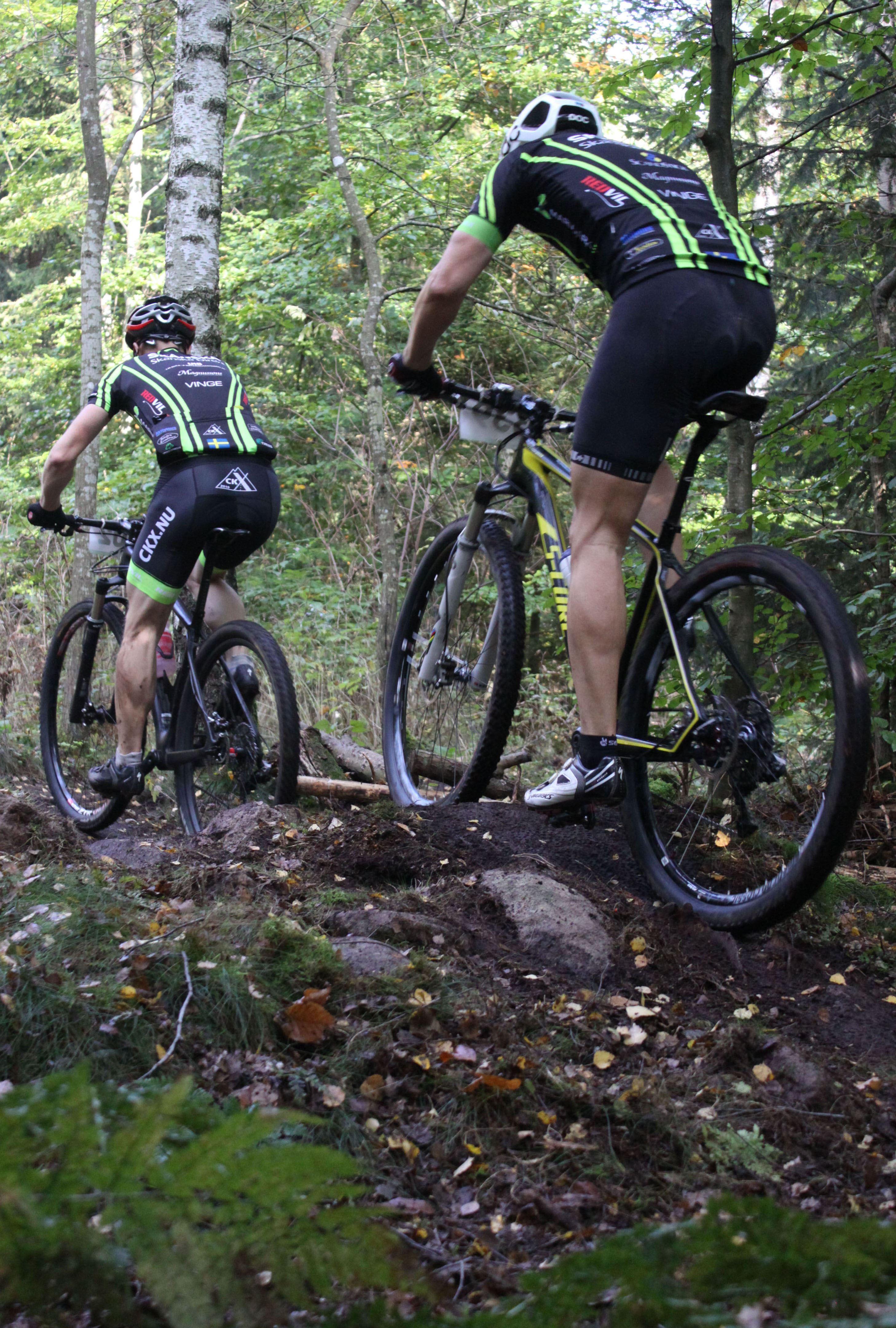 Foto: Anna Karlqvist, Mountainbike Orup - två cyklister
