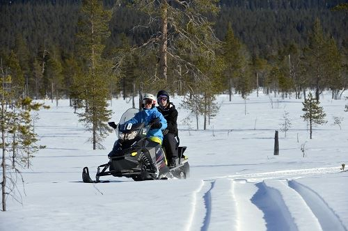 Nisse Schmidt, Guided snowmobiling & fishing tours