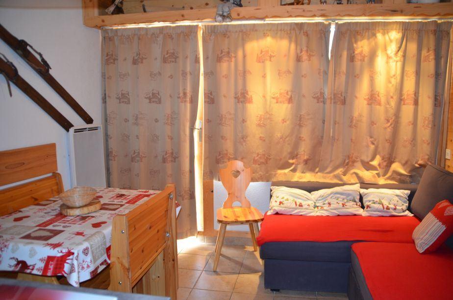 Studio cabine 4 Pers 200m des pistes / ARGOUSIER 215