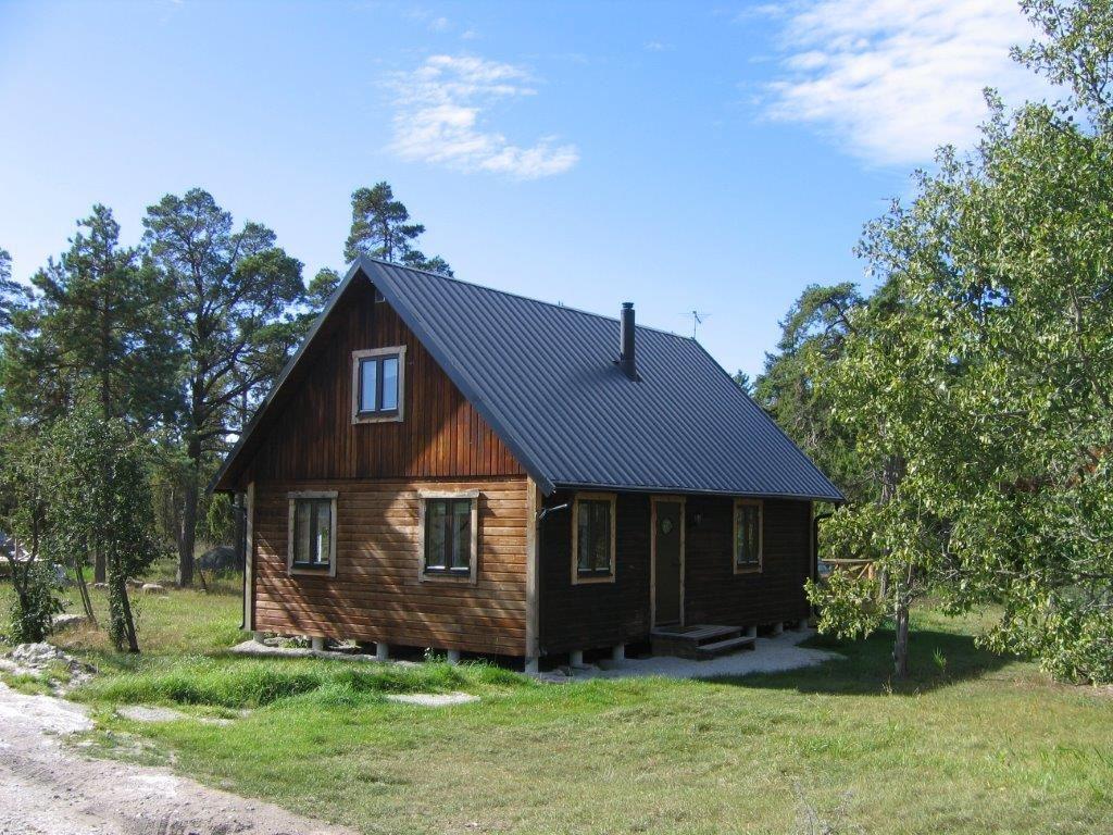 SGR1811 Bondestugan Trollstenen i Hellvi (delvis handikappsvänlig)