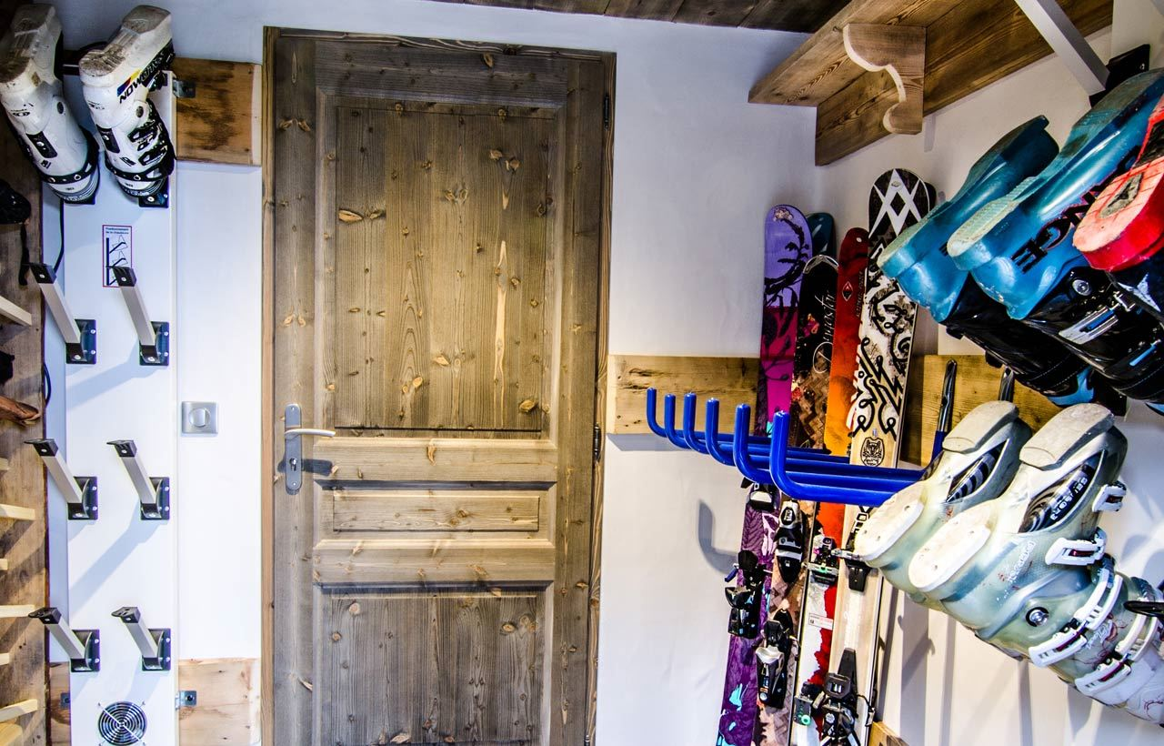 9 rooms 12 to 13 people / CHALET L ETAGNE (mountain of exception)