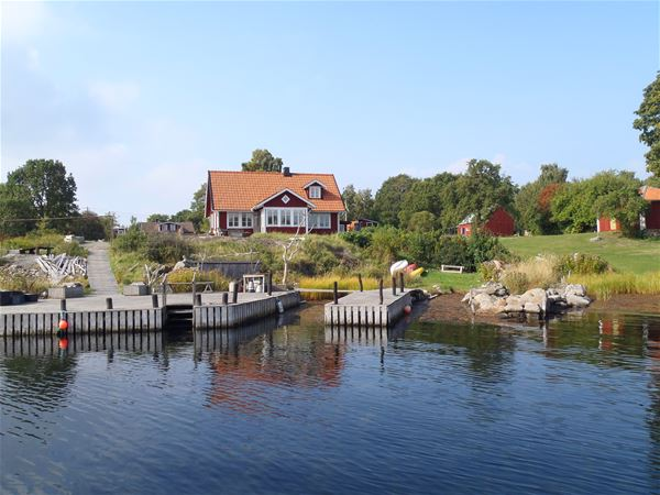 House with garden and jetty