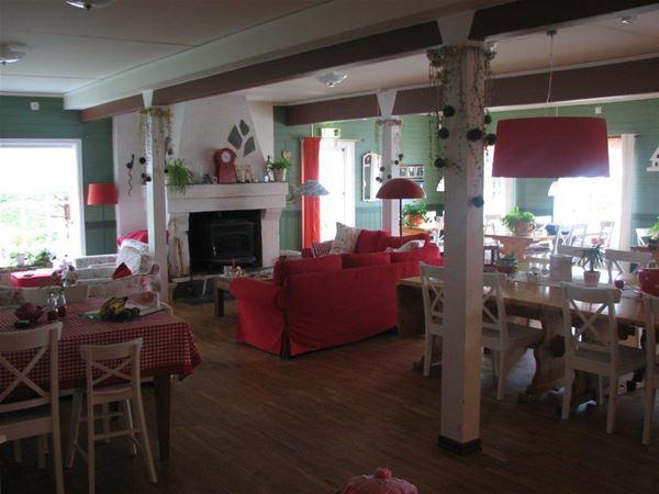 Restaurangen i Edsleskogs Wärdshus med utsikt över sjön Edslan