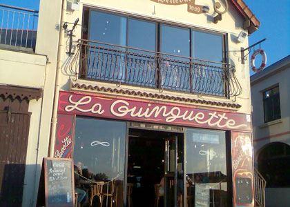 © lvan, la Guinguette, restaurant à Trentemoult, sur les bords de la Loire près de Nantes
