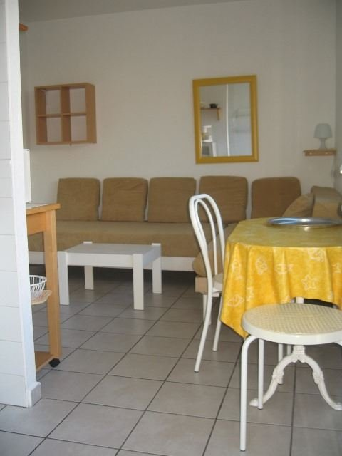 © ©, AGMP214-GEY-APPARTEMENT