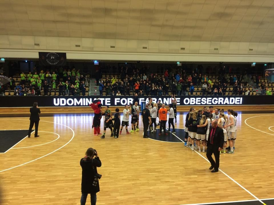 Udominate hemmamatcher i basket