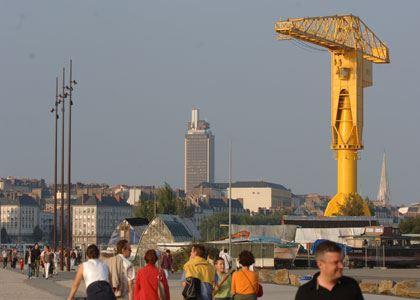 © lvan, grue titan jaune, parc des Chantiers sur l'île de Nantes