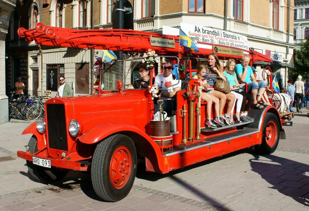 Guided fire truck tour of Stone Town (in swedish)