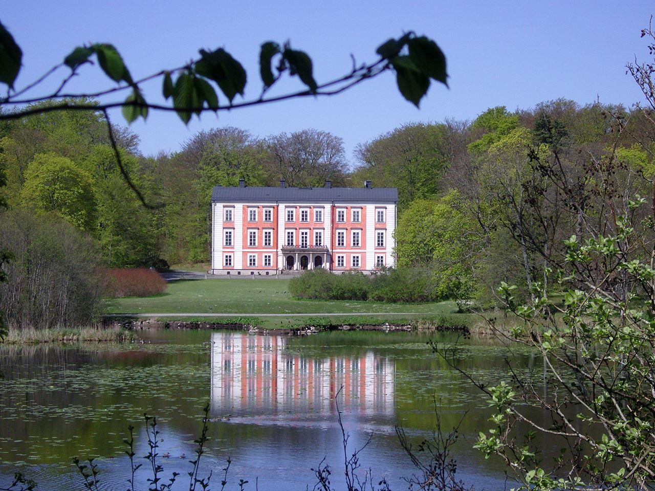 Ovesholms slott och slottspark