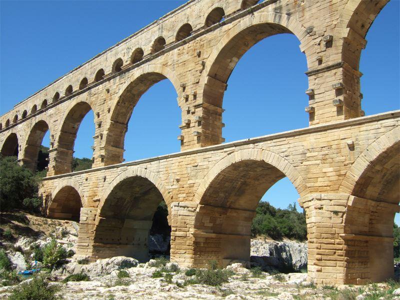 Excursion Pont du Gard, Orange et Châteauneuf du pape (dégustations de vin)