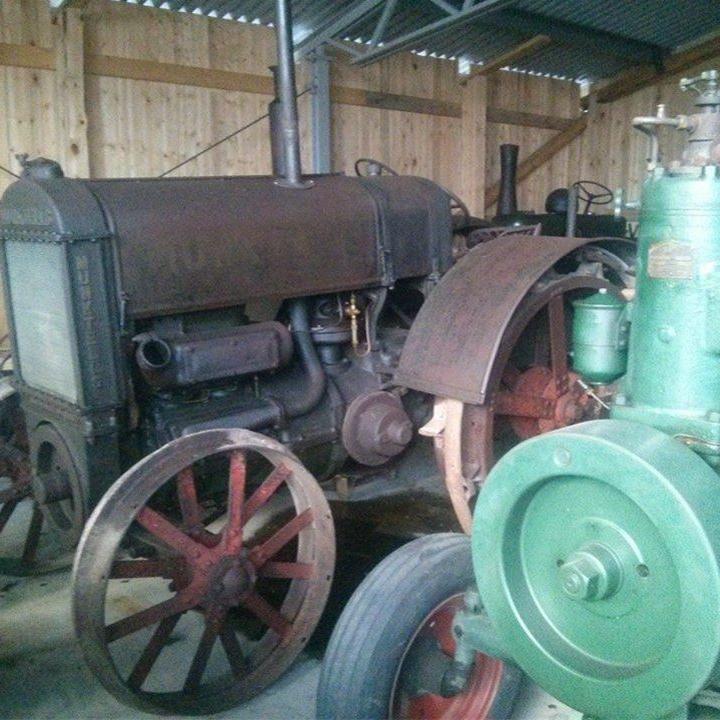 Motor- och Traktormuseet - Ängesgårdarna